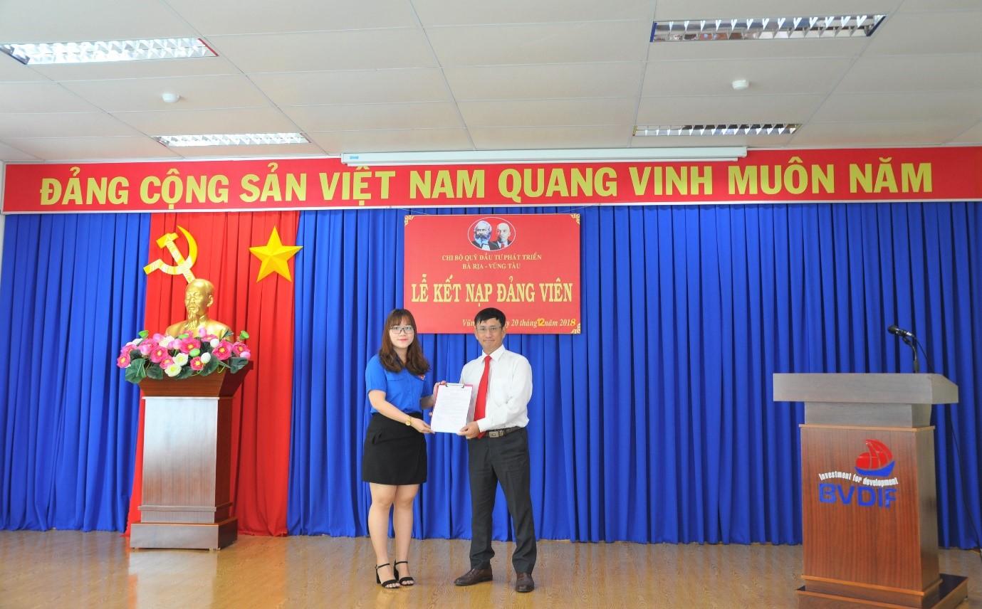 Chi bộ Quỹ Đầu tư phát triển Bà Rịa – Vũng Tàu tổ chức lễ kết nạp đảng viên mới tháng 12/2018
